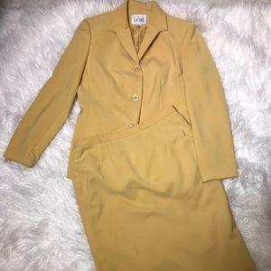 Le Suit 2 pieces skirt and Blazer Sz 8